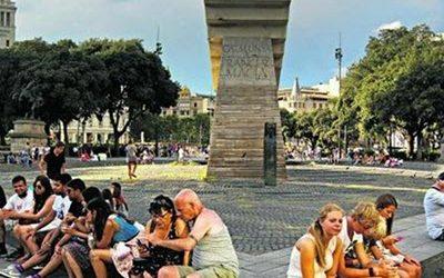 Catalunya torna a guanyar turistes després de dos mesos de caigudes i cada cop gasten més